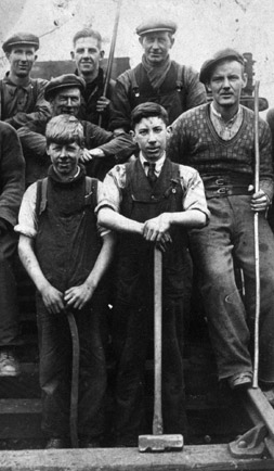 Photograph of miners - Falkirk Museums and SCRAN